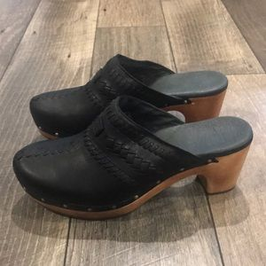 Auth UGG Signature black leather mules sandals 9